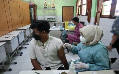 Vaksinasi Dosis Kedua SMANDA Siapkan Pelajar Tangguh